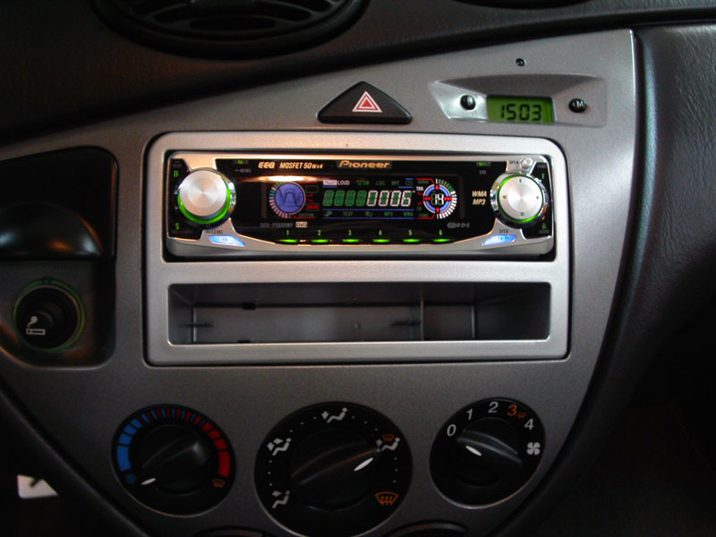 how can i fit a standard size head unit into a ford focus. Black Bedroom Furniture Sets. Home Design Ideas